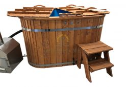 Square hot tub with plastic bench